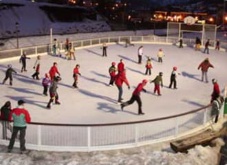 La patinoire de Val Cenis, une activité après-ski en famille