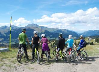 cyclistes en Savoie Mont Blanc