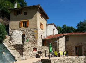 Gîte de La Farge, grand gîte pour 15 personnes à Montrottier (Rhône - Ouest lyonnais).